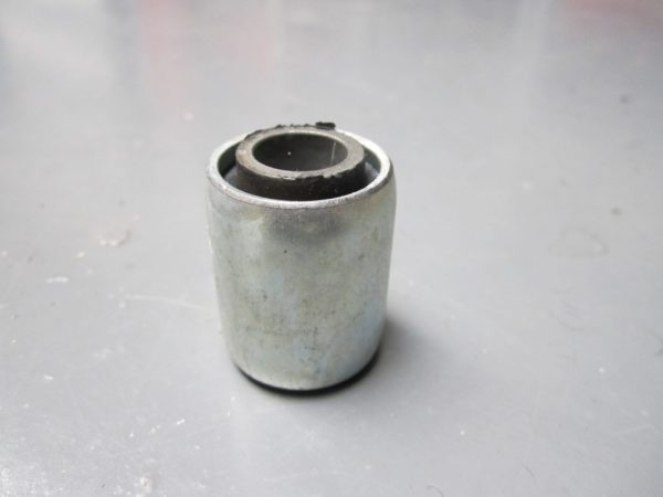Bush steel/rubber 1/2inch bolt